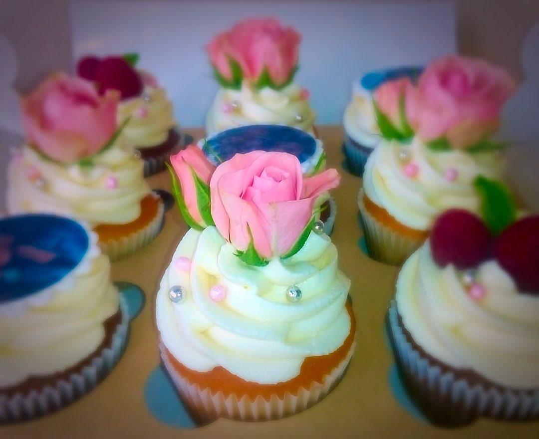 Капкейки с живыми цветами | Капкейки на заказ в СПб